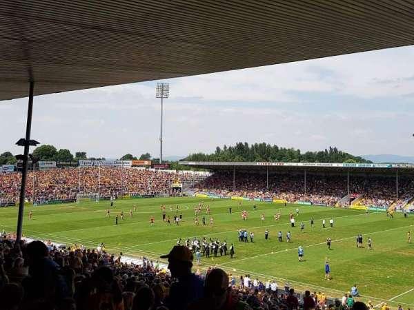 Semple Stadium, vak: 209, rij: FF, stoel: 12