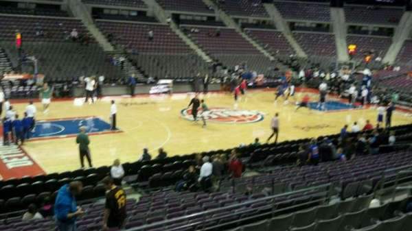 The Palace of Auburn Hills, vak: 102, rij: j, stoel: 015