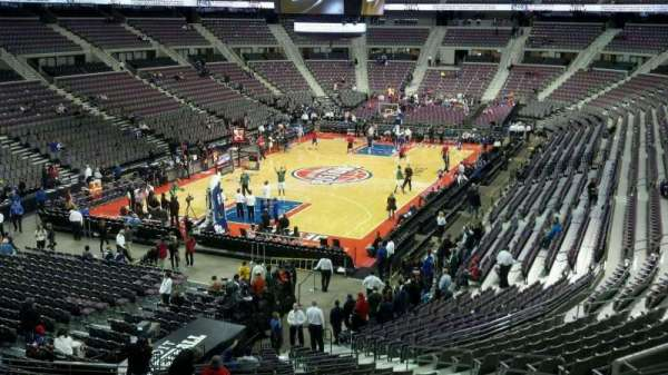 The Palace of Auburn Hills, vak: 105, rij: r, stoel: 014