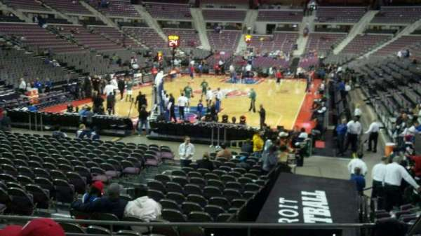 The Palace of Auburn Hills, vak: 106, rij: h, stoel: 005