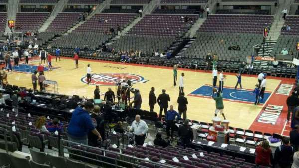 The Palace of Auburn Hills, vak: 112, rij: j, stoel: 008