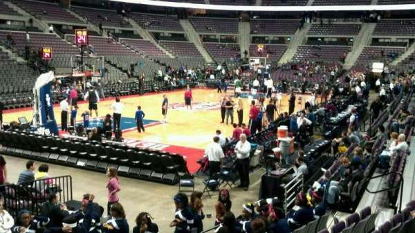 The Palace of Auburn Hills, vak: 117, rij: c, stoel: 009