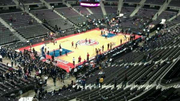 The Palace of Auburn Hills, vak: 220, rij: 4, stoel: 001
