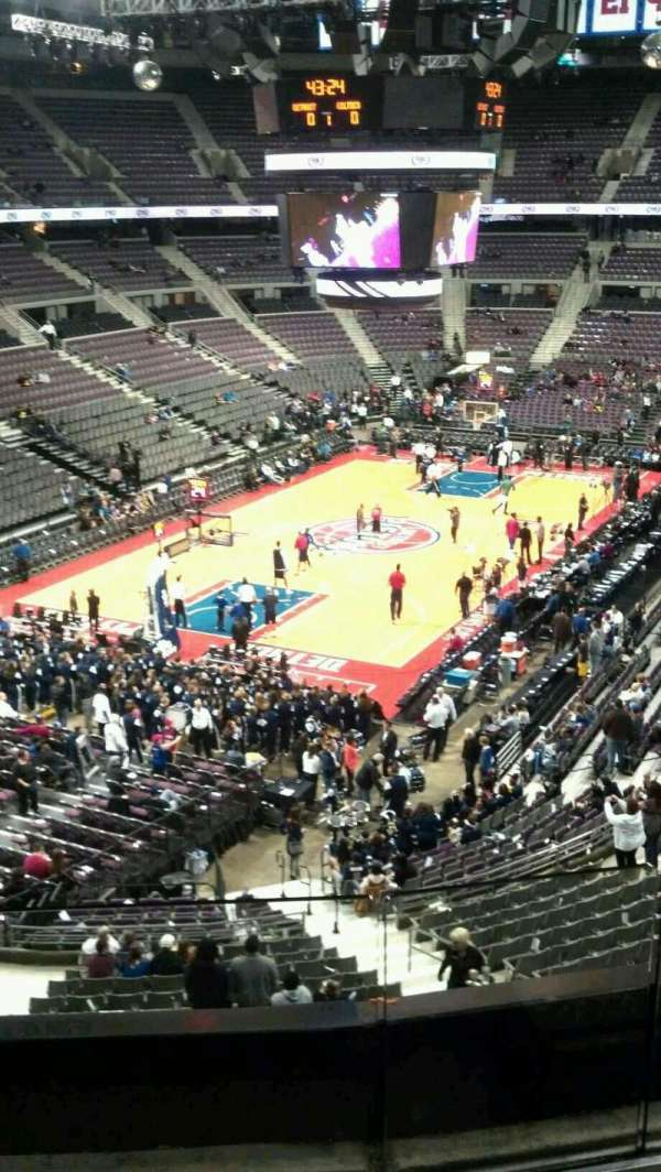 The Palace of Auburn Hills, vak: 221, rij: 2, stoel: 002