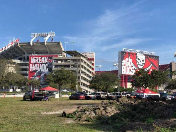 Raymond James Stadium, vak: Exterior