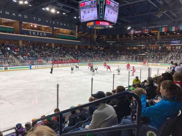 Compton Family Ice Arena, vak: 17, rij: 7, stoel: 4