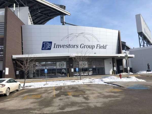 Investors Group Field, vak: Exterior