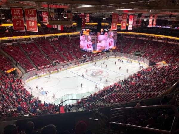 PNC Arena, vak: 329, rij: J, stoel: 2