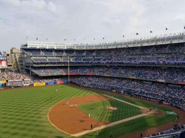 Yankee Stadium, vak: 327, rij: 2, stoel: 17