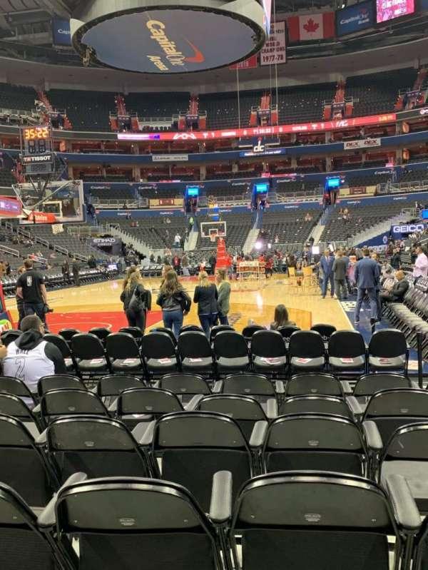 Capital One Arena, vak: BOX WEST, rij: HHH, stoel: 29