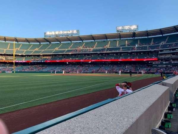 Angel Stadium, vak: F106, rij: A, stoel: 11