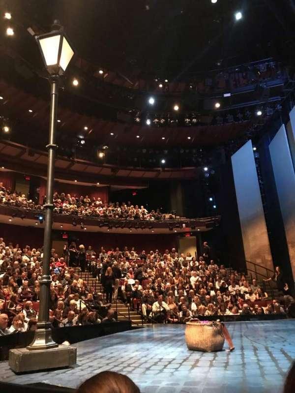 Vivian Beaumont Theater, vak: Orchestra R, rij: C, stoel: 505