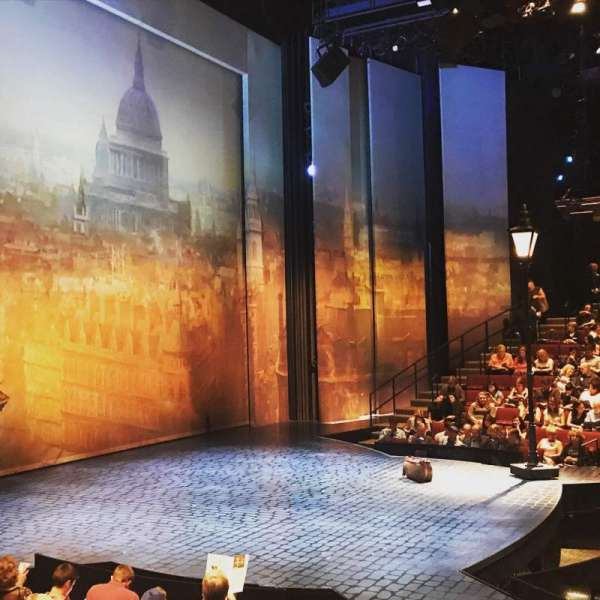 Vivian Beaumont Theater, vak: Orchestra L, rij: K, stoel: 104