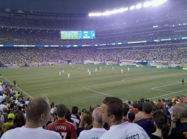 MetLife Stadium, vak: 106, rij: 22, stoel: 8