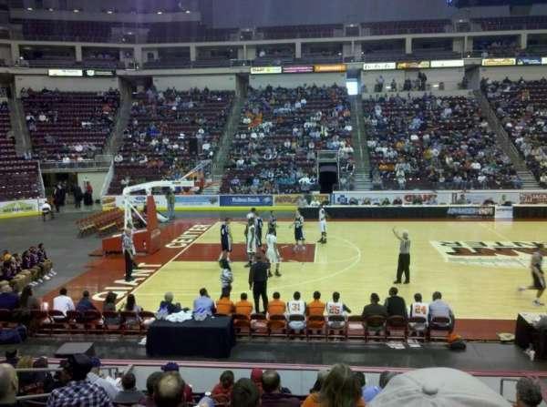 Giant Center, vak: 106, rij: L, stoel: 4