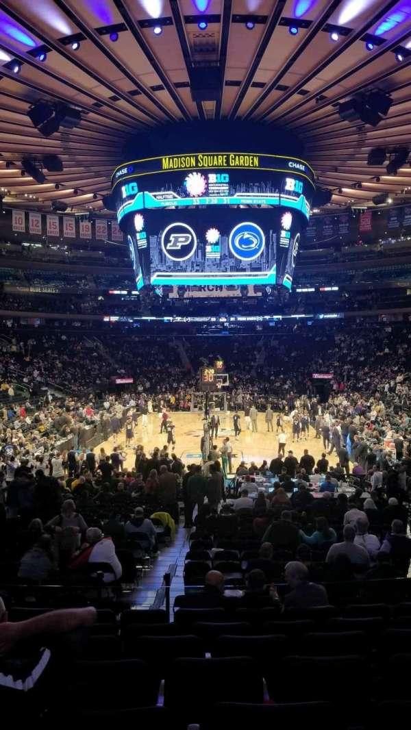 Madison Square Garden, vak: 102, rij: 13, stoel: 13