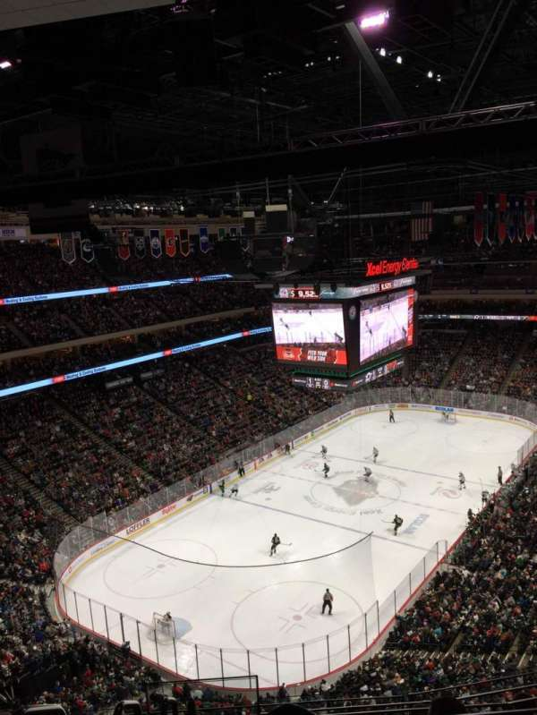 Xcel Energy Center, vak: 223, rij: 6, stoel: 9