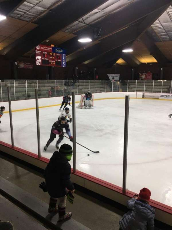 Richfield Ice Arena, vak: 2, rij: D, stoel: 3