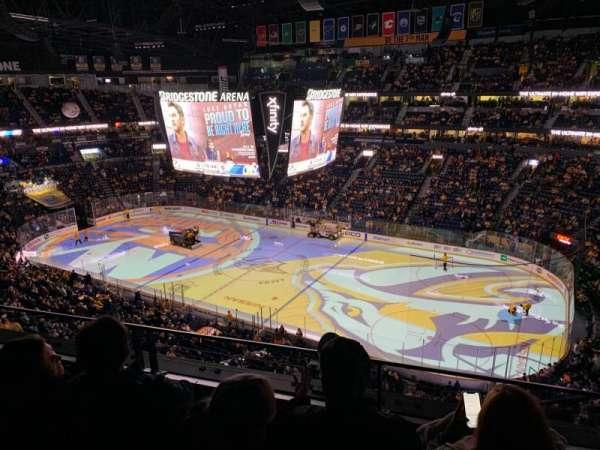 Bridgestone Arena, vak: 328, rij: C, stoel: 1