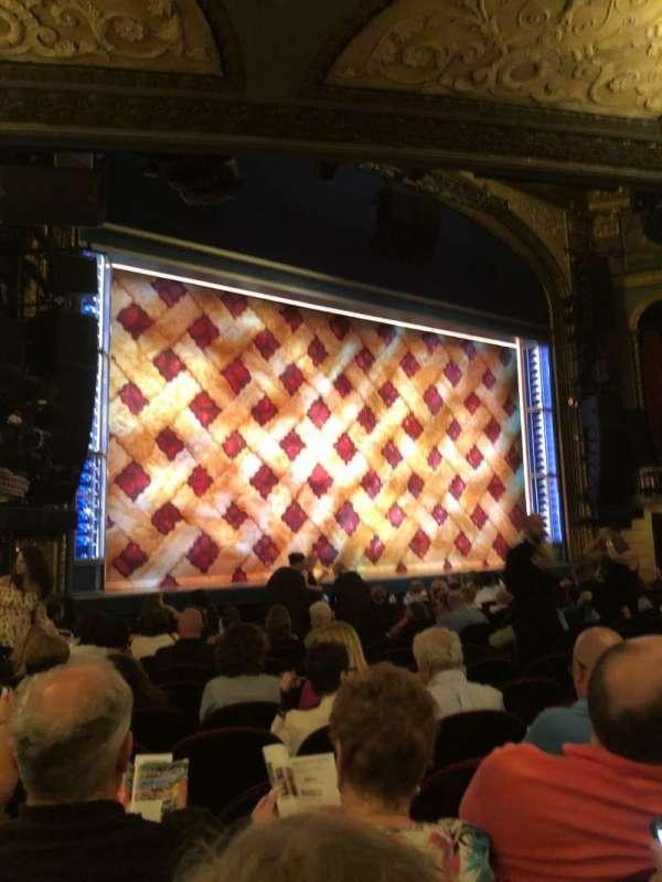 Brooks Atkinson Theatre, vak: orch L, rij: N, stoel: 19