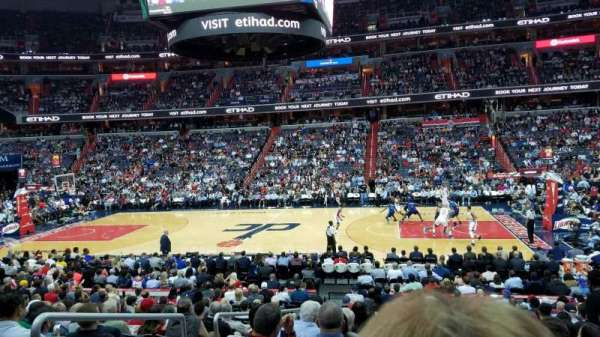 Capital One Arena, vak: 101, rij: R, stoel: 3