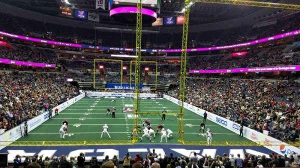Capital One Arena, vak: 105, rij: T, stoel: 10