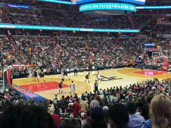 Capital One Arena, vak: 109, rij: T, stoel: 7
