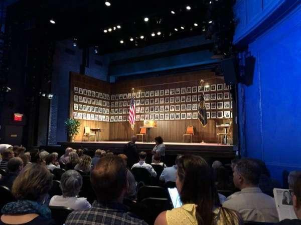 Hayes Theater, vak: Orchestra R, rij: L, stoel: 10