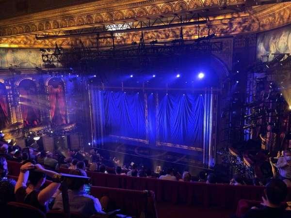 Brooks Atkinson Theatre, vak: Rear Mezzanine R, rij: H, stoel: 2