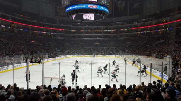 Staples Center, vak: 115, rij: 13, stoel: 17