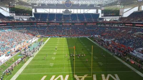 Hard Rock Stadium, vak: 305, rij: 2, stoel: 2