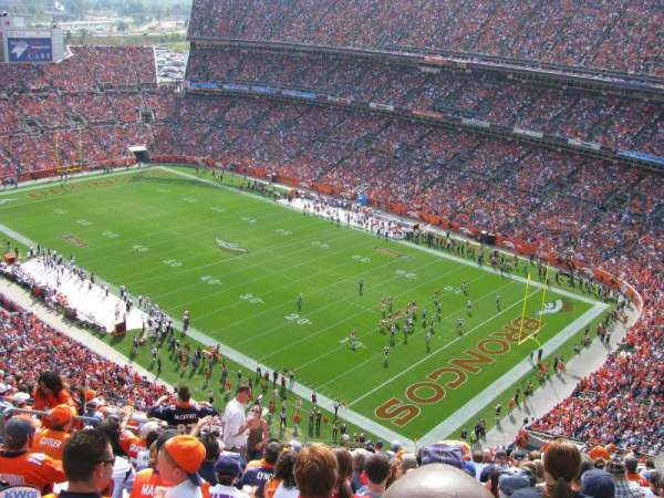 Broncos Stadium at Mile High, vak: 527, rij: 18, stoel: 19