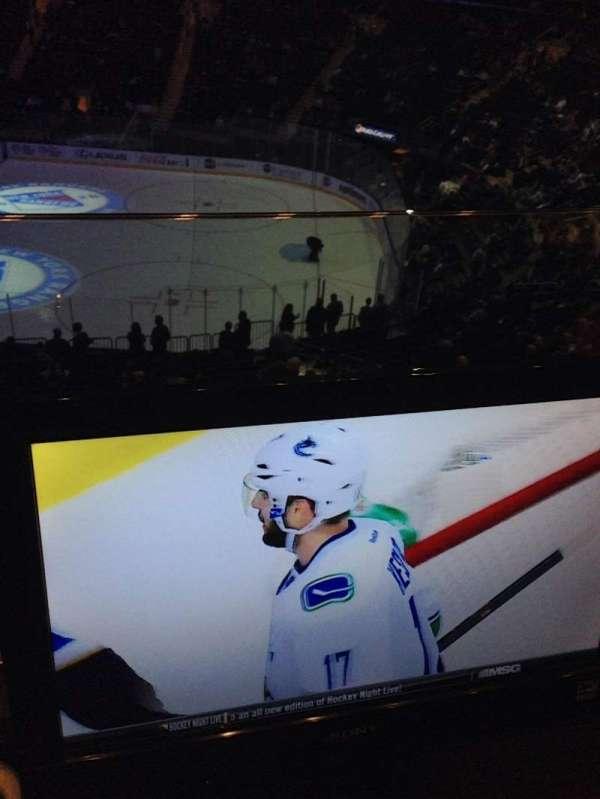 Madison Square Garden, vak: 213, rij: 1