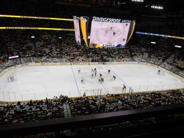 Bridgestone Arena, vak: 308, rij: A, stoel: 1