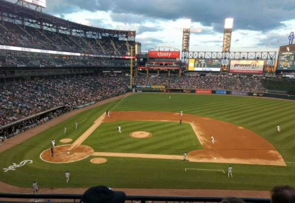 Guaranteed Rate Field, vak: 326, rij: 3, stoel: 10