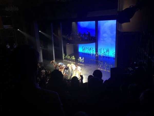 Music Box Theatre, vak: Mezzanine R, rij: E, stoel: 26