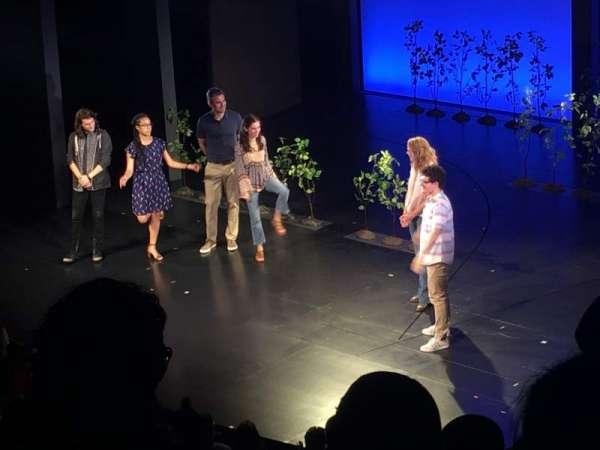 Music Box Theatre, vak: Mezzanine R, rij: E, stoel: 28