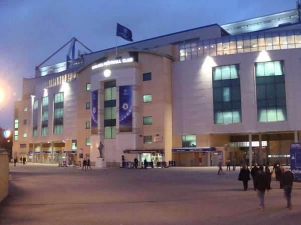 Stamford Bridge, vak: Outside