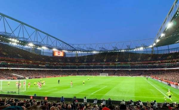 Emirates Stadium, vak: 23, rij: 19, stoel: 705