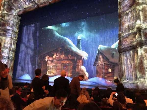 St. James Theatre, vak: ORCH R, rij: G, stoel: 8