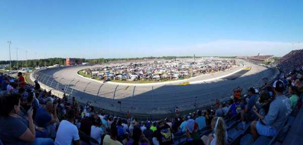 Darlington Raceway, vak: Pearson Q, rij: 19, stoel: 12