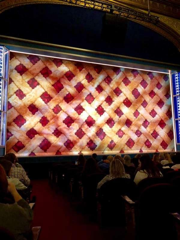 Brooks Atkinson Theatre, vak: Orchestra L, rij: K, stoel: 1