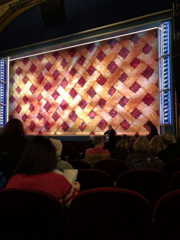 Brooks Atkinson Theatre, vak: Orchestra Right, rij: K, stoel: 8