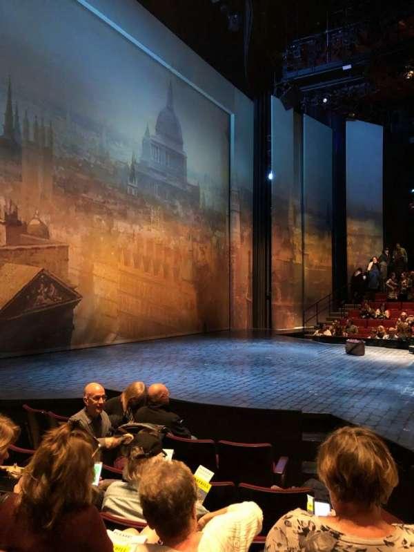 Vivian Beaumont Theater, vak: Orchestra L, rij: G, stoel: 105