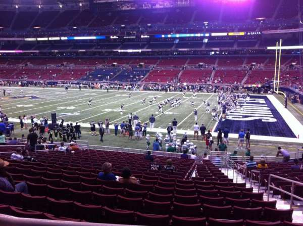 The Dome at America's Center, vak: 137, rij: U, stoel: 2