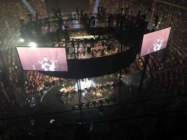 Madison Square Garden, vak: 320, rij: BS3, stoel: 1