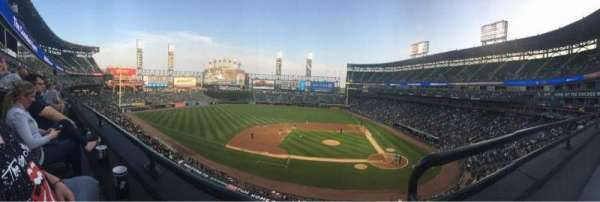 Guaranteed Rate Field, vak: 338, rij: 1, stoel: 1