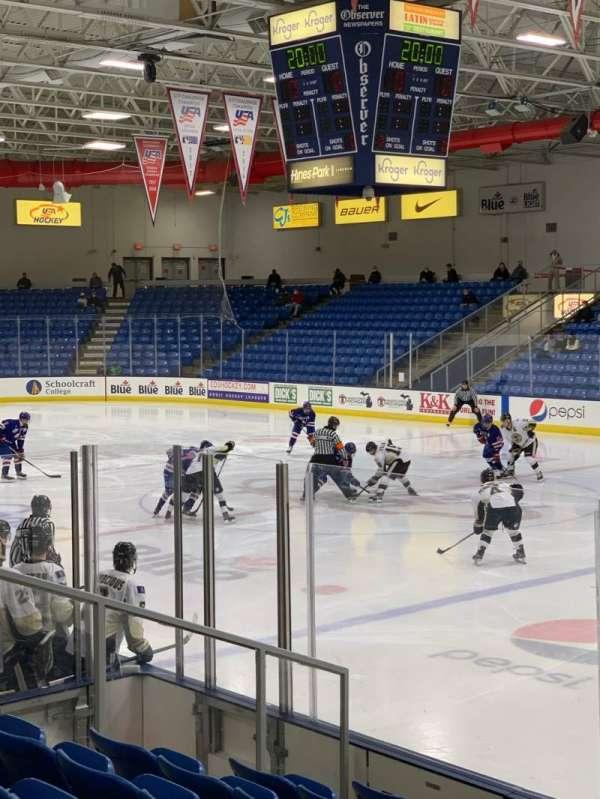 USA Hockey Arena, vak: 101, rij: J, stoel: 10