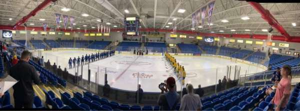 USA Hockey Arena, vak: 102, rij: K, stoel: 10