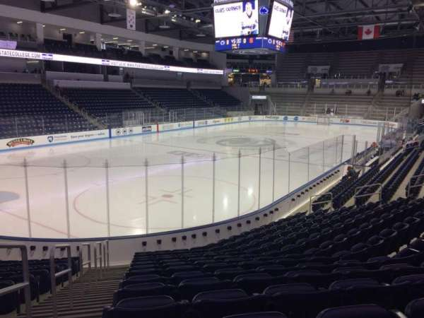 Pegula Ice Arena, vak: 112, rij: N, stoel: 27